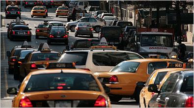 un carrer de NY amb molts de cotxes
