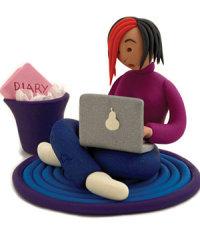 adolescent fent servir un ordinador